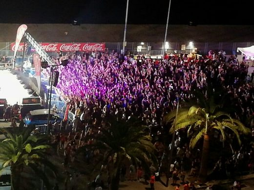 (Fotos) Música vibrante con Los40 para abrir las fiestas de Maó