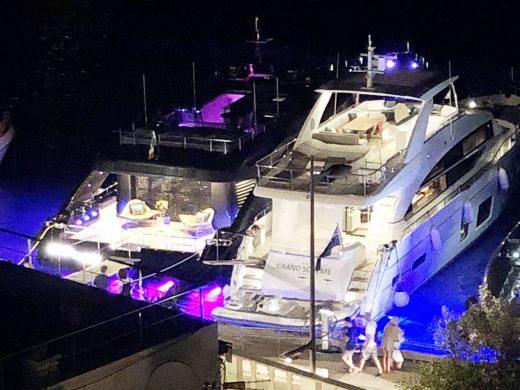 (Fotos) Roberto Cavalli descansa en el puerto de Maó con su nuevo yate