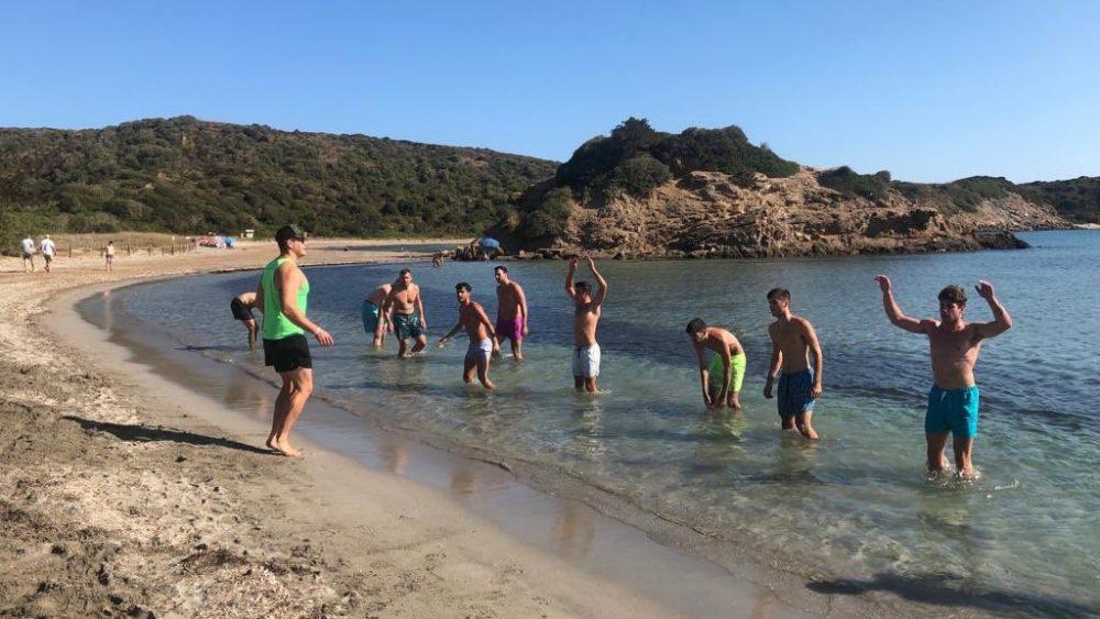 Los jugadores, en pleno entrenamiento (Fotos: Bàsquet Menorca)