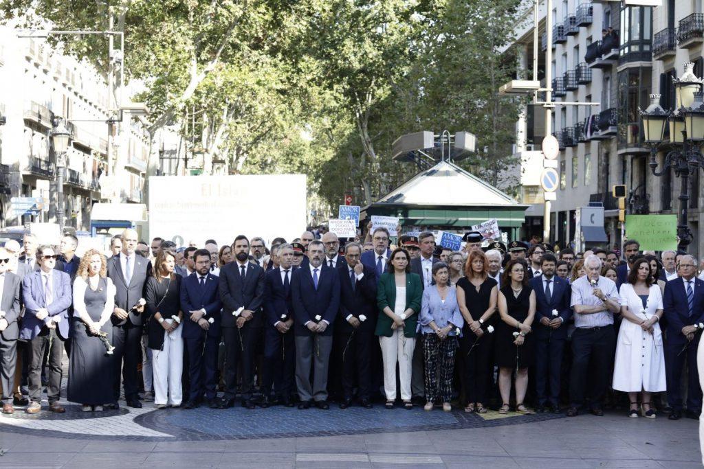 Imagen del minuto de silencio (Fotos: Ajuntament de Barcelona)