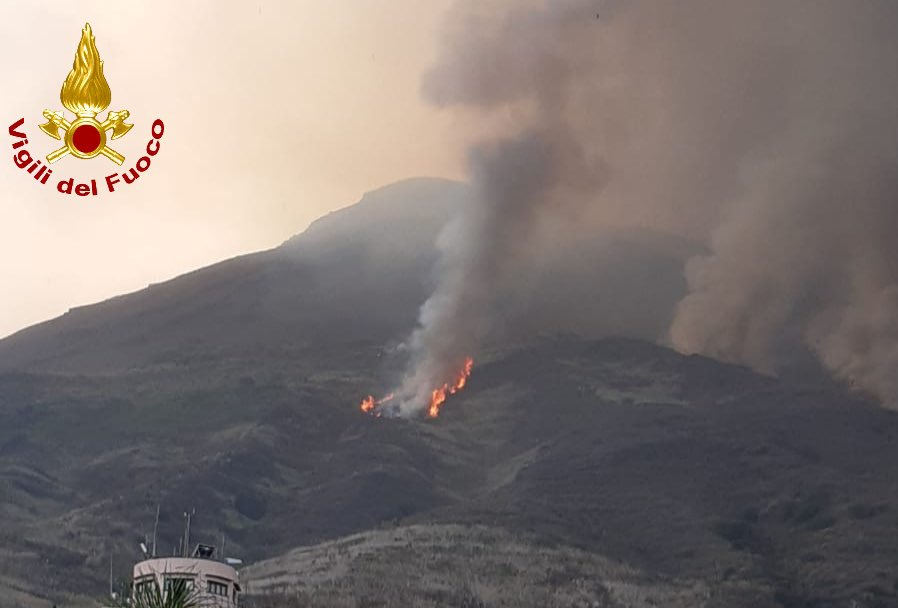 Imagen enviada por los bomberos de Stromboli