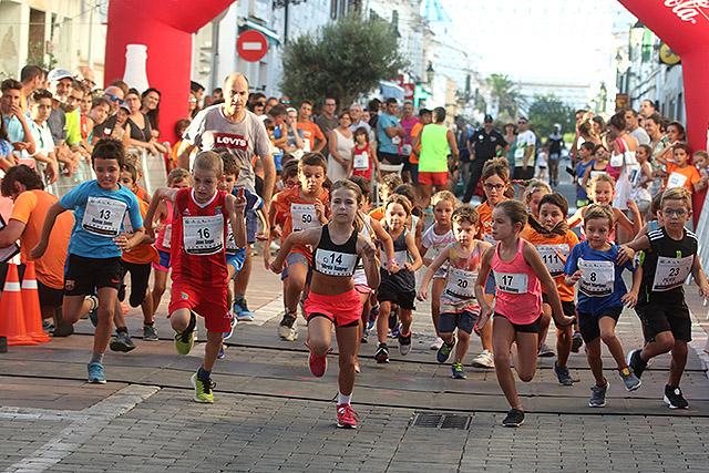 Salida de una de las pruebas de los más pequeños (Fotos: deportesmenorca.com)