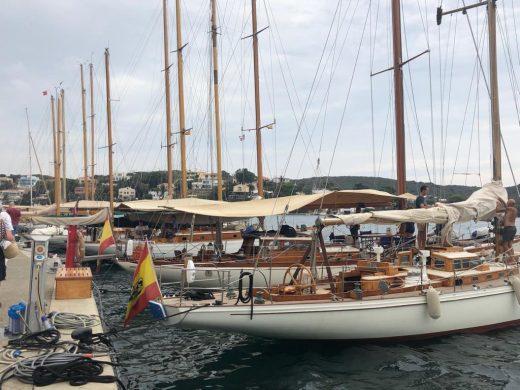 Los barcos, amarrados en el puerto de Maó (Fotos: Tolo Mercadal)