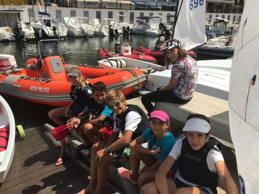 (Fotos) La cantera del  Club Nàutic de Ciutadella suma horas de mar