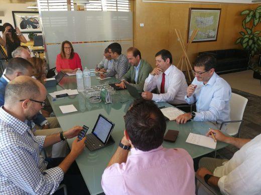 El Consell estudia cómo garantizar el suministro eléctrico en Menorca