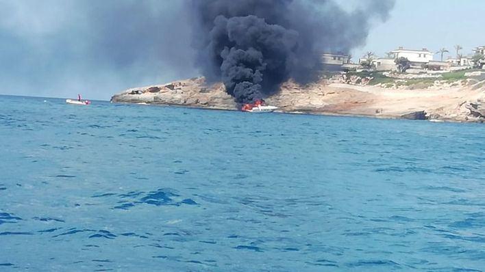 Imagen del barco incendiado (Foto: Mallorcadiario)