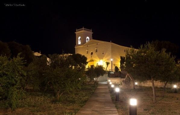 La plaza de la Iglesia de Es Mercadal es el escenario de las tertulias