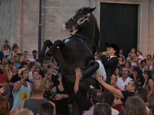 (Fotos) Intensa tarde de fiesta en Llucmeçanes