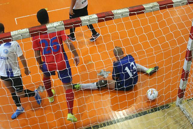 Imagen del partido entre El Pozo Murcia y el FS Atlético Mercadal (Fotos: deportesmenorca.com)