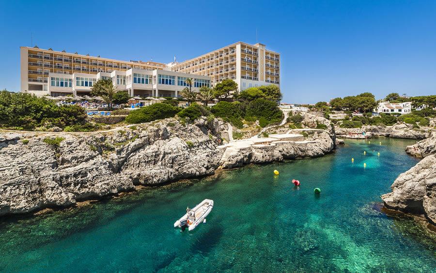 Hoteles en la costa menorquina