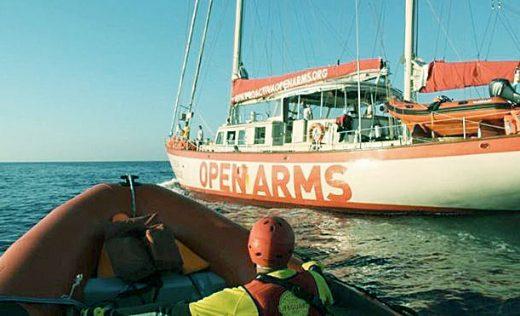 El barco de Open Arms lleva 18 días sin atracar en un puerto.