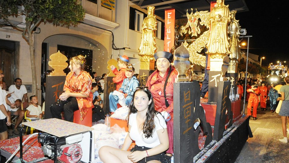desfile carrozas fiestas alaior