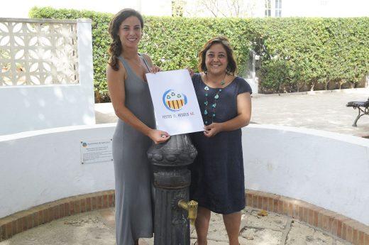 La alcaldesa de Sant Lluís, Carol Marquès, y la concejala Débora Marquès, en la presentación de la campaña