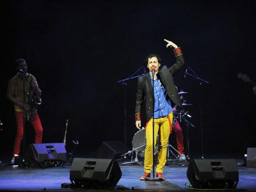 (Fotos) Humor, música y caos en el Principal
