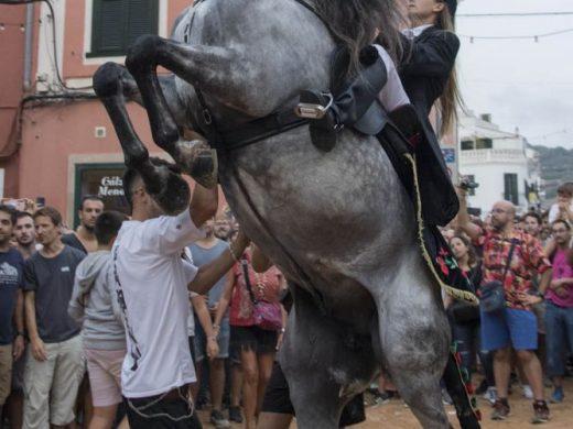 (Vídeo y galería de fotos) Sant Nicolau devuelve la fiesta a Es Mercadal