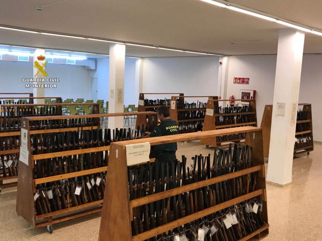 Imagen de las armas que saldrán a subasta (Foto: Guardia Civil)