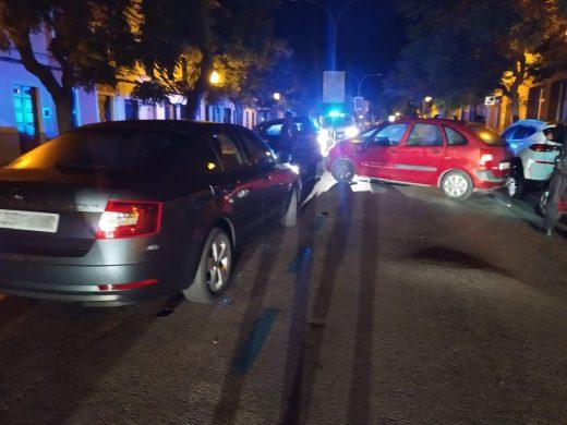 A la conductora se le han abierto diligencias penales por un presunto delito contra la seguridad del tráfico (Foto: Policía Local Ciutadella)