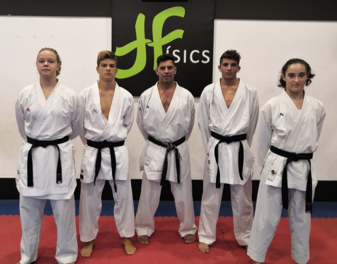 Imagen de los karatecas menorquines (Foto: Físics)
