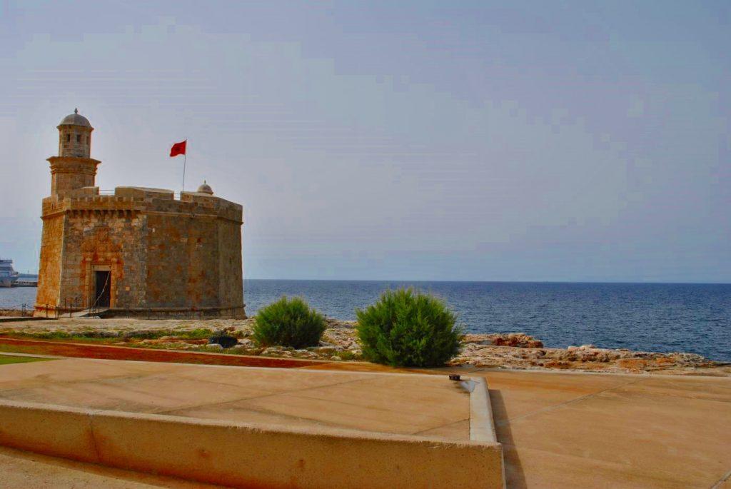 La torre de Sant Nicolau, en la bocana del puerto de Ciutadella