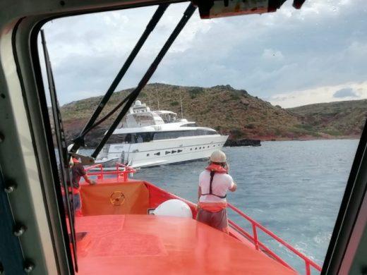 Un momento del rescate (Foto: Salvamento Marítimo)