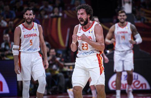 Llull celebra uno de sus triples (Foto: FIBA)