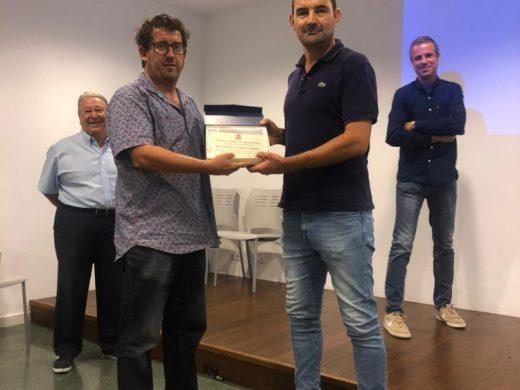 """(Fotos) Menorca entrega sus """"tarjetas blancas"""""""