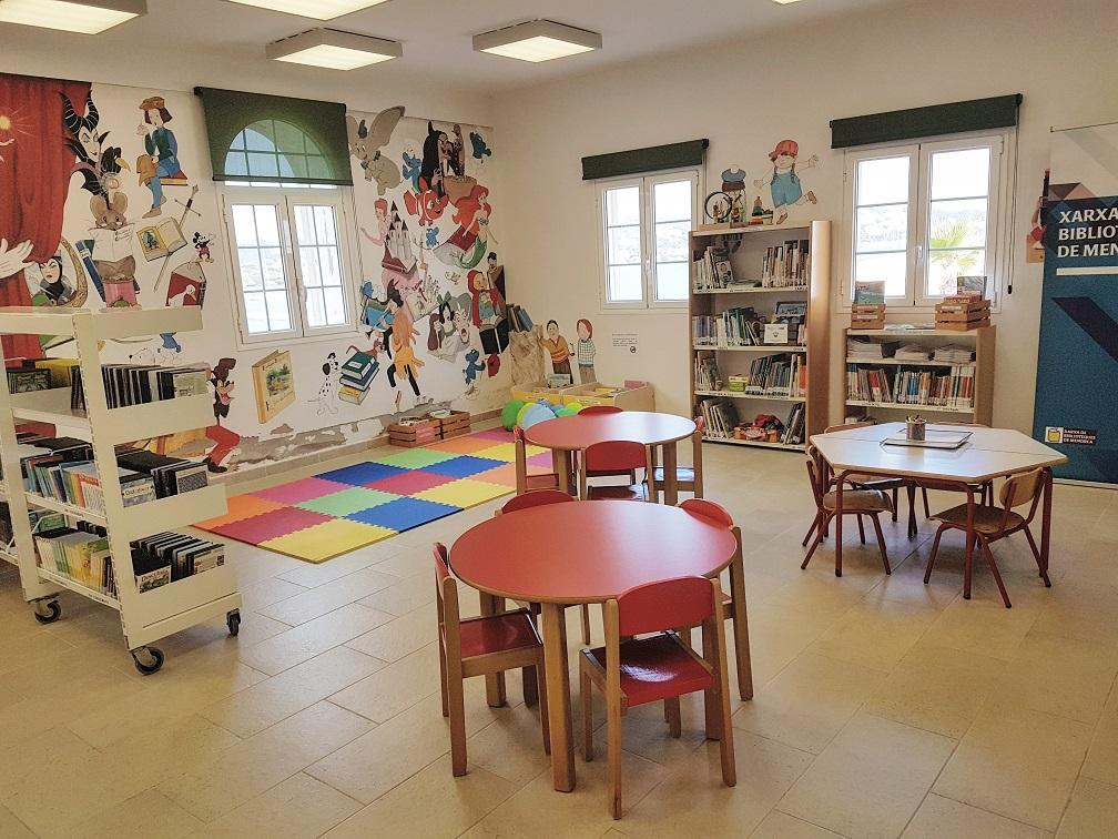 Interior de la biblioteca.