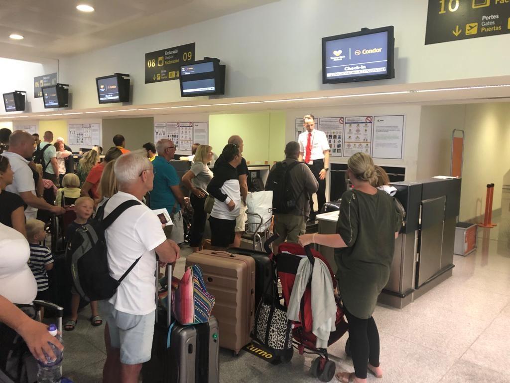 Turistas en el aeropuerto.