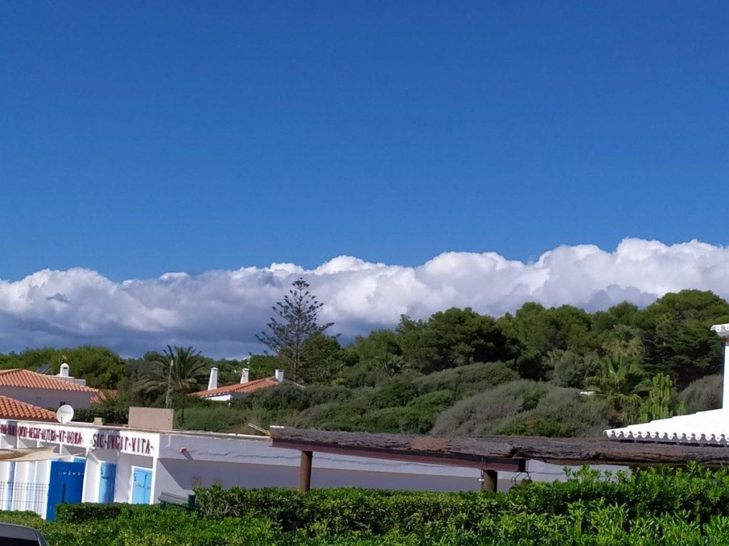 Intervalos de nubes bajas este lunes