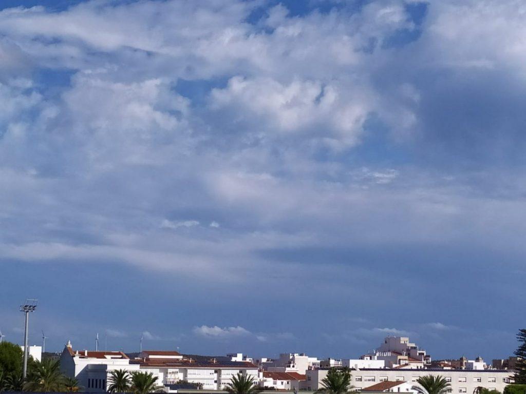El cielo de Maó esta mañana está cubierto de nubes
