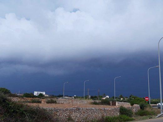 (Fotos y vídeo) Diluvia en Ciutadella