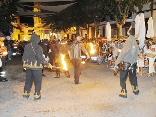 (Fotos) Pólvora y fuego para la vigilia de las fiestas