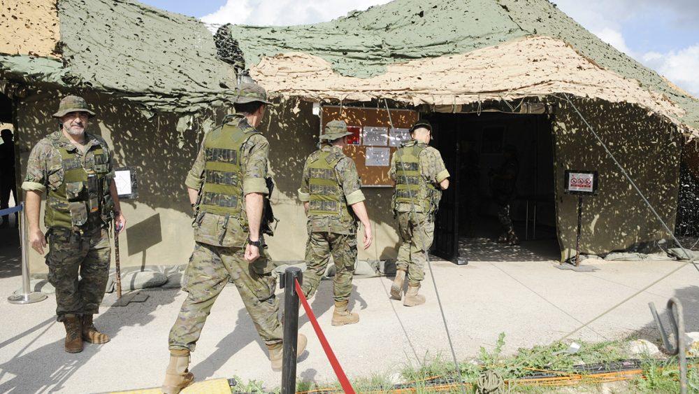 Imagen de archivo de ejercicios militares en San Isidro de Maó (Fotos: Tolo Mercadal)