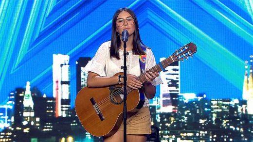 Chiara, anoche durante su actuación (Fotos: Telecinco)