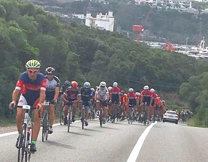 Los ciclistas, en ruta (Fotos: Volta a Menorca)