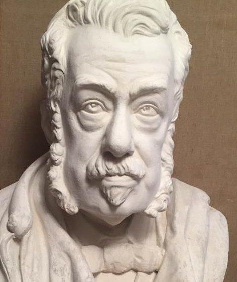 Busto de Josep Maria Quadrado.