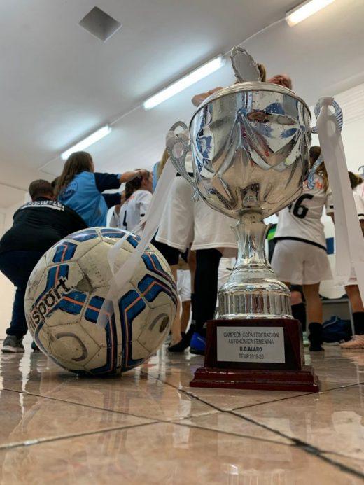 La Copa, en el vestuario del Alaró (Foto: UE Alaró)