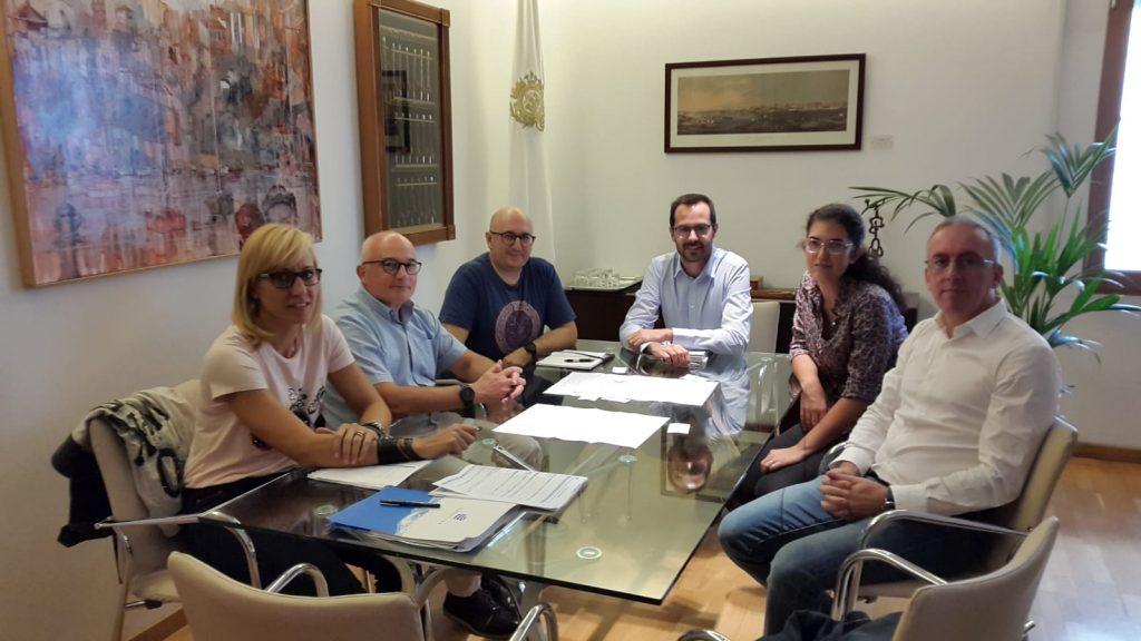 Imagen de la reunión de esta mañana en el Ayuntamiento de Maó