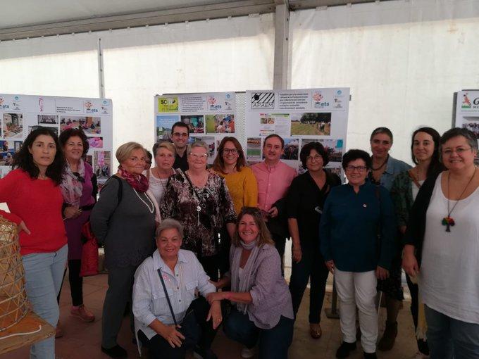 Susana Mora, con algunos de los participantes en la muestra (Fotos: Fòrum ets Menorca)
