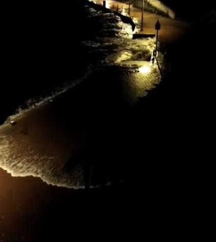 El agua ha entrado con fuerza esta noche en el puerto de Maó