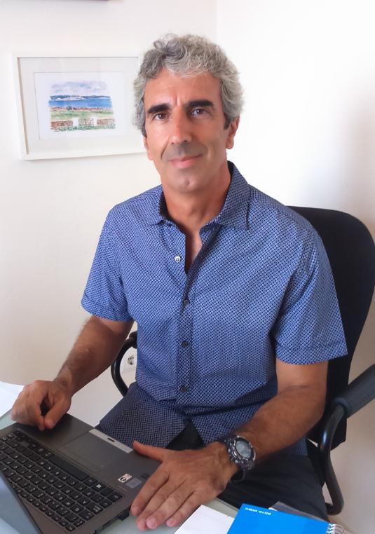 Ferran Pons Cànovas es Doctor en Derecho