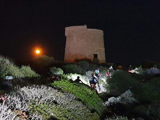 (Galería de fotos) La Volta a Menorca en BTT enciende las luces
