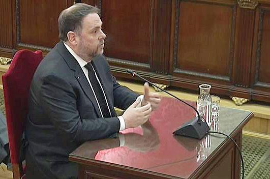 """Junqueras, durante su declaración en el juicio del """"procés""""."""
