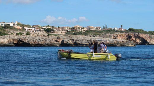 Una de las 30 embarcaciones que este verano han trabajado para el Servicio de Limpieza del Litoral