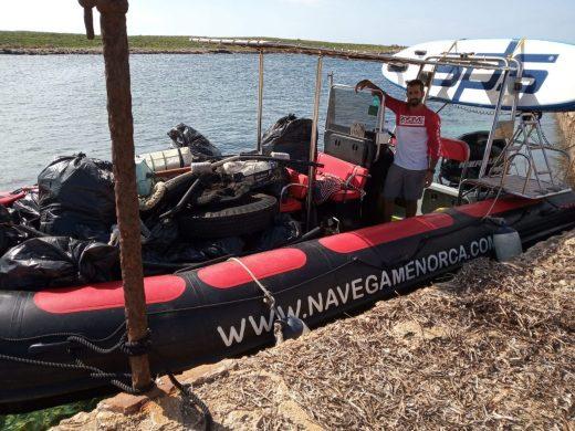(Galería de fotos) Recogen 250 kilos de residuos en la Illa de l'Aire
