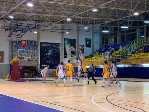 Salto inicial del partido disputado en Gran Canaria - Foto: Hestia Menorca