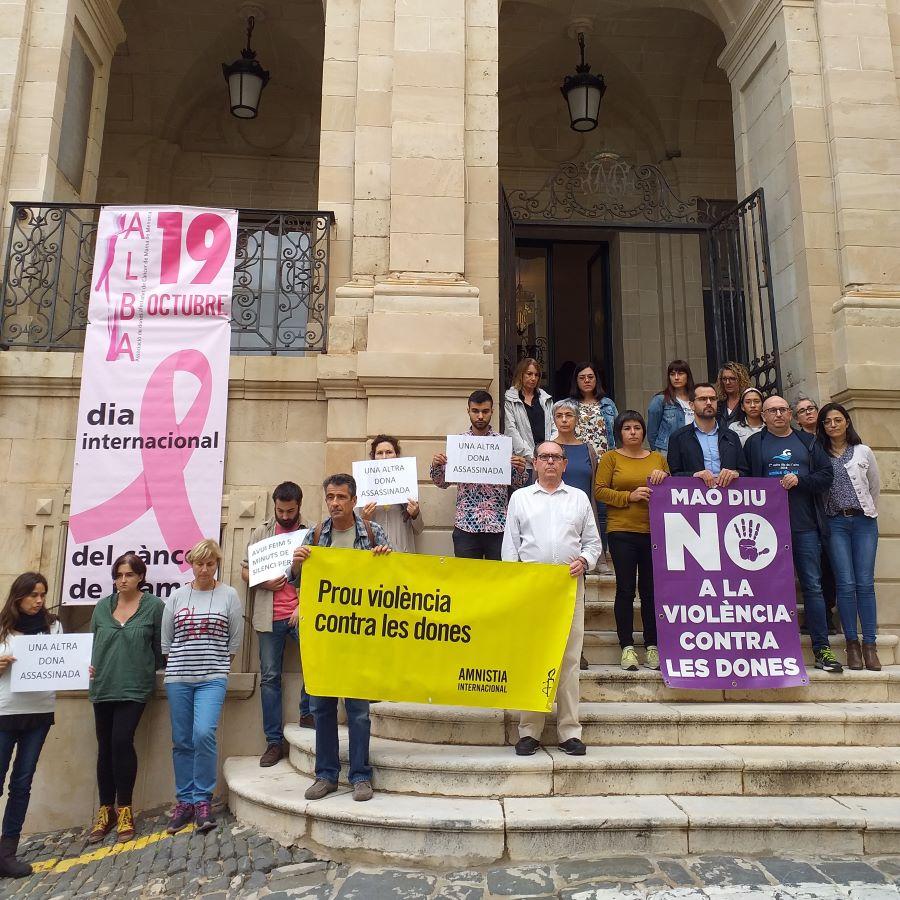 Imagen del acto de esta mañana en Maó contra la violencia de género