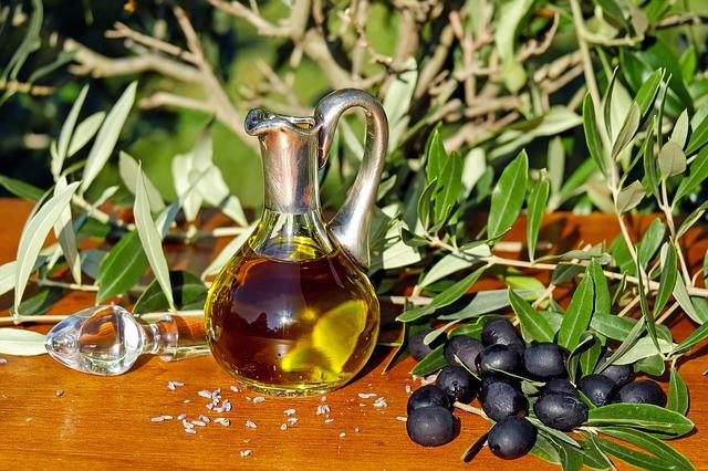 El aceite de oliva de Menorca se comercializa en tiendas gourmet o se vende directamente en las fincas donde se produce.