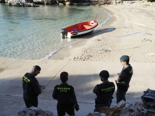 (Fotos) La tercera patera en Menorca