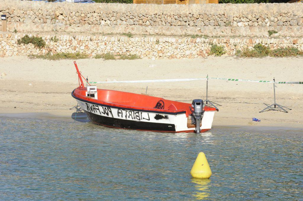 Imagen de archivo de la patera que llegó a Menorca en octubre de 2019